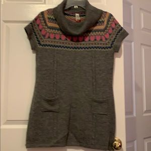 Short sleeve cow neck sweater